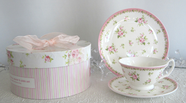 Victorian Pink Rose Teacup, Saucer & Dessert Plate In Decorative Hat Box